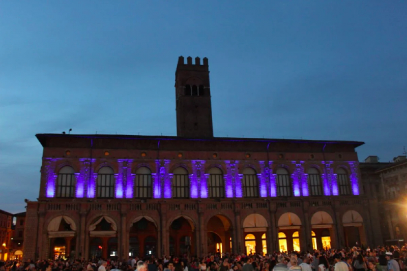 Le città italiane illuminano i loro monumenti per la Giornata Mondiale del Rifugiato